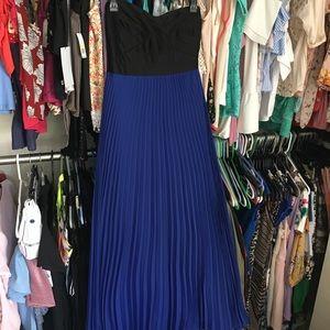 Dresses & Skirts - Royal tube top maxi dress